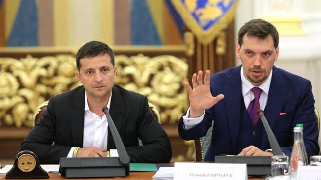 Президент Украины В.Зеленский и Премьер-министр А.Гончарук. Фото: УНИАН via www.bbc.com