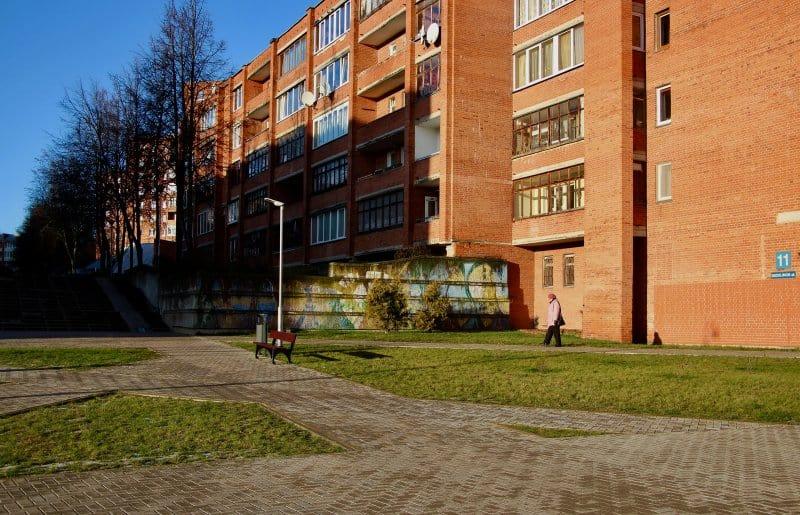 Жилой дом в Висагинасе, Литва. 29-11-2019 года. Фото: ©Madeline Roache for TIME
