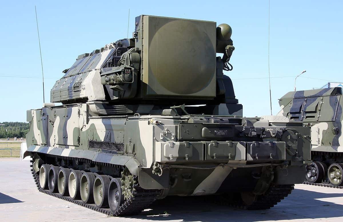 «Тор» (индекс ГРАУ — 9К330, по классификации МО США и NATO — SA-15 Gauntlet («Латная рукавица»)) — всепогодный тактический зенитный ракетный комплекс (ЗРК), предназначенный для решения задач противовоздушной и противоракетной обороны на уровне дивизионного звена.