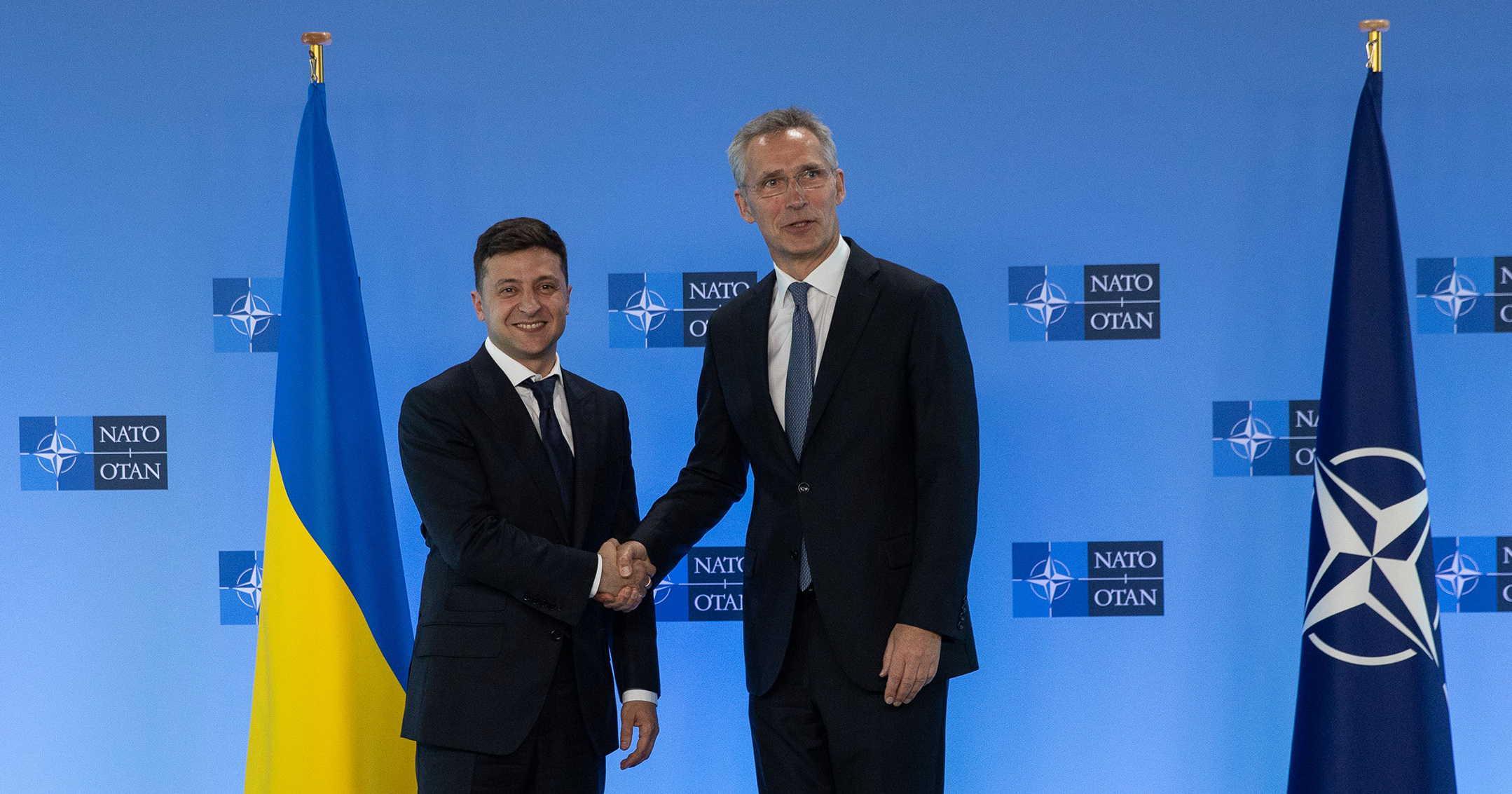 Президент Украины Владимир Зеленский на встрече с генсеком НАТО Йенсом Столтенбергом