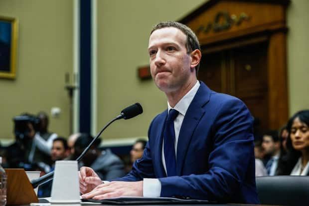 Марк Цукерберг (Facebook) дает показания Конгрессу после того, как было сообщено, что «Cambridge Analytica» располагают информацией 87 миллионов пользователей Facebook. Фотография: Yasin Öztürk/Anadolu Agency/Getty Images