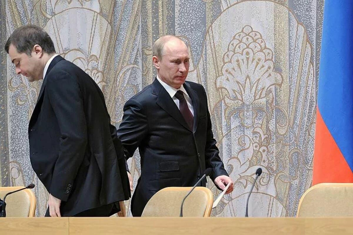 Владимир Путин увольняет Владислава Суркова.