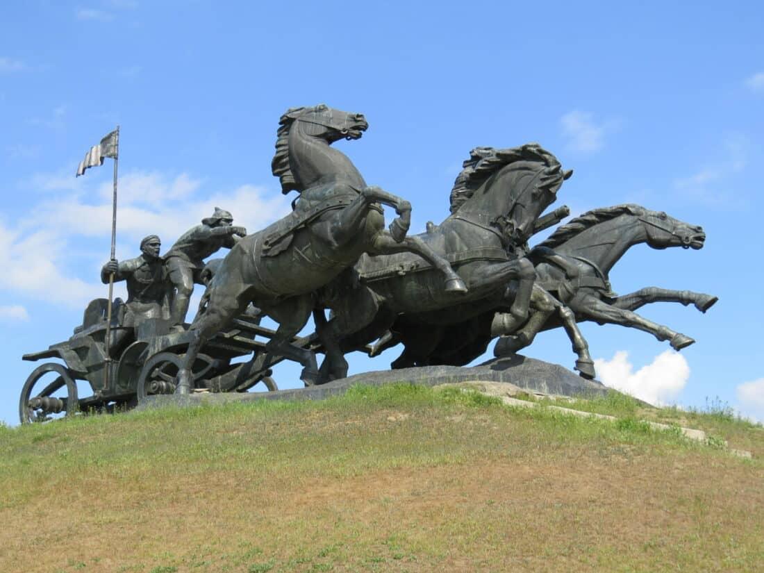 """Памятник """"Тачанка"""" возле Каховки."""